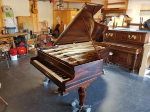 Vente de piano Suisse Romande - piano pleyel - restauration piano - réparation piano - magasin piano - piano suisse